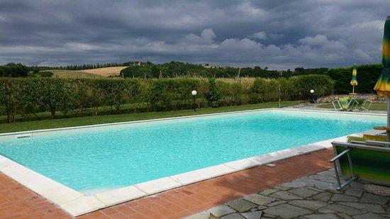 Casanova di Larniano: piscina