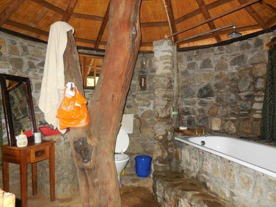 Mayoka Village: Bathroom