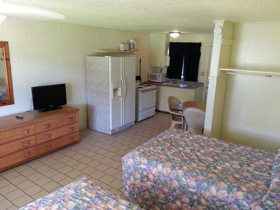 South Beach Inn: Poolside Studio Full Kitchens