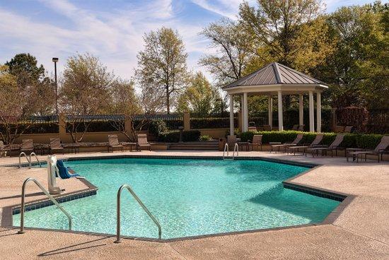 Greenville Marriott: Outdoor Seasonal Swimming Pool