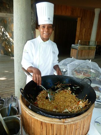 Trou aux Biches Beachcomber Golf Resort & Spa: Live cooking at lunch time