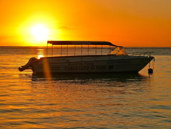 Trou aux Biches Beachcomber Golf Resort & Spa: Sunset from the beach