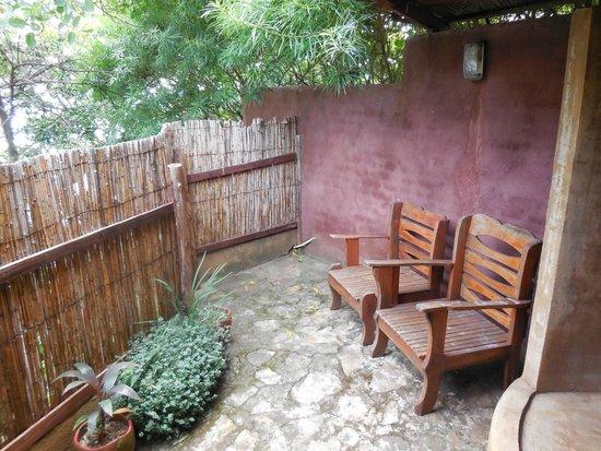 Mayoka Village: Upstairs balcony next to the outdoor shower