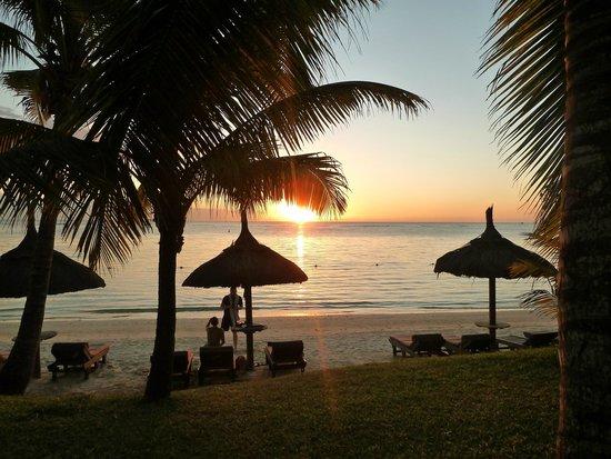 Beachcomber Trou aux Biches Resort & Spa : Sunset from hotel gardens