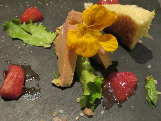 Chateau De La Cote: Le foie gras aux fraises pourries rabotées