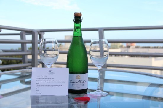 Z Ocean Hotel South Beach : a complimentary bottle of  champaigne