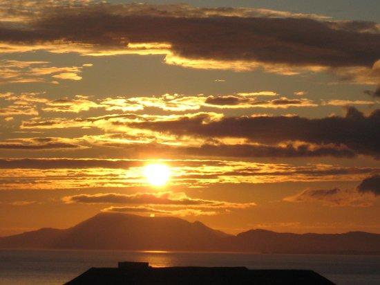 Atlantic Apartotel: sunset from room (10:30 PM)