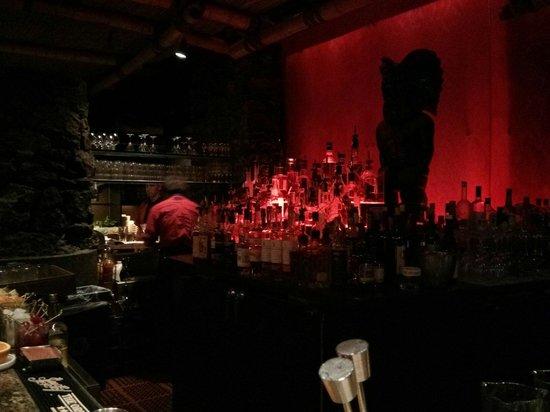 Tonga Room & Hurricane Bar: Le bar, avec un choix énorme de rhum