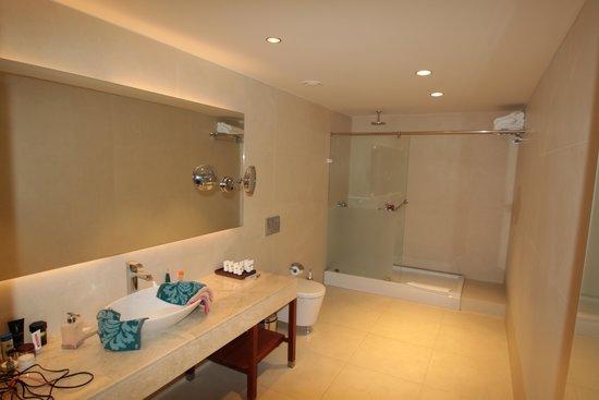 D-Resort Grand Azur: Bathroom
