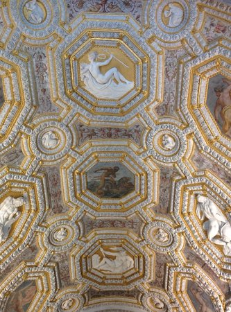 Dogenpalast (Palazzo Ducale): Doge Palace Entrance ceiling