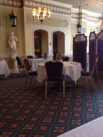 Plough and Harrow Hotel: Dining area