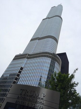 Trump International Hotel & Tower Chicago: The building, view from the park
