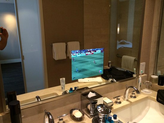 Trump International Hotel & Tower Chicago: Bathroom with TV in the mirror!