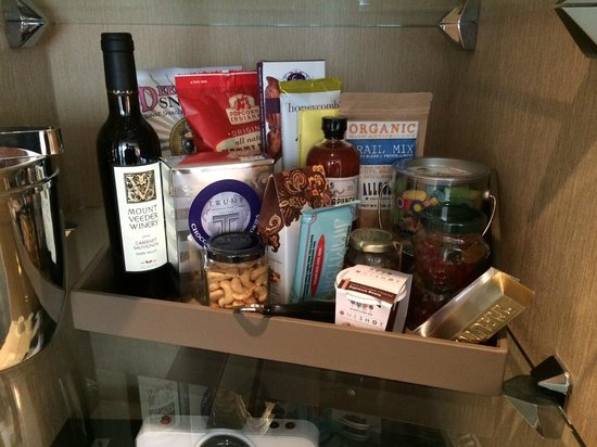 Trump International Hotel & Tower Chicago: Some (expensive) snacks….