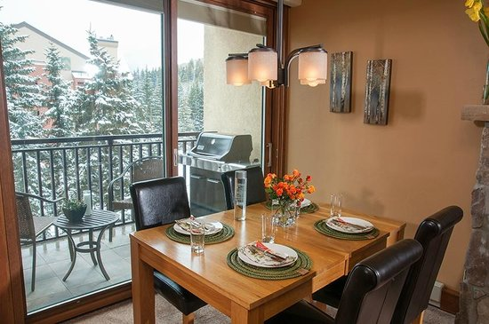 Antlers at Vail: Dining area of recently upgraded 1 bedroom with bunks