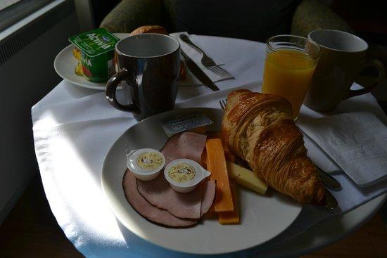 Chateau Fleur de Lys - L'HOTEL: Breakfast