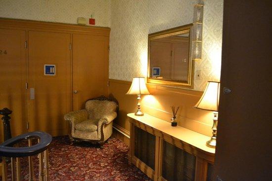 Chateau Fleur de Lys - L'HOTEL: 1st floor