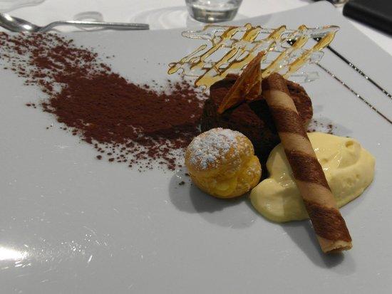 Casa Artusi : Tortino al cioccolato e bignè