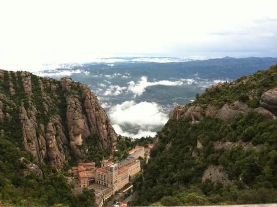 Day Trips Barcelona: Santa Maria de Montserrat and Horizon