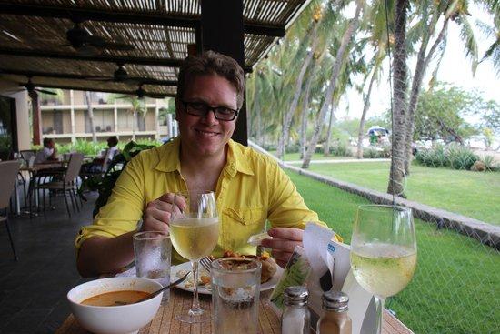 Flamingo Beach Resort & Spa: Enjoying lunch on the patio