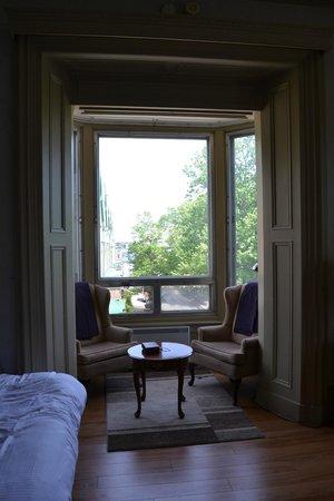 Chateau Fleur de Lys - L'HOTEL : View of room