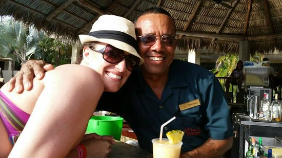 Flamingo Beach Resort And Spa: My buddy, Manolo!