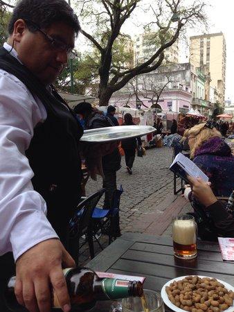 Bar Plaza Dorrego San Telmo: Ótima cerveja na calle