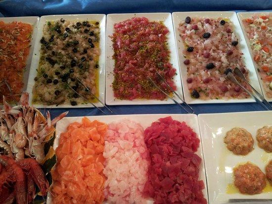 L'Officina Del Pesce : Misto di carpacci,tartare e crostacei.