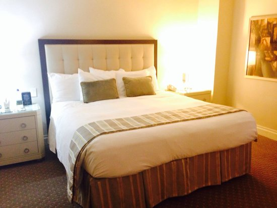 Warwick New York: Large comfy bed