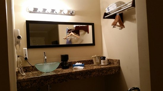 Universal Palms Hotel: Mirror