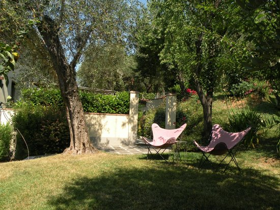 Locanda al Colle: Relax in outdoor area of suite