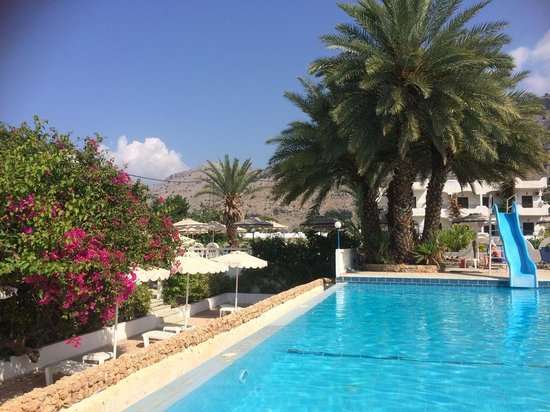 Thalia Hotel : Pool area with the mountain view