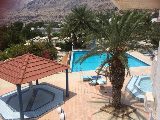 Thalia Hotel : View from the stairs as you walk to the pool/ bar area