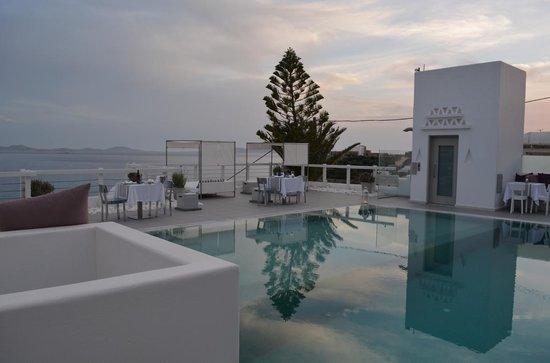 Grace Mykonos Hotel: By the pool