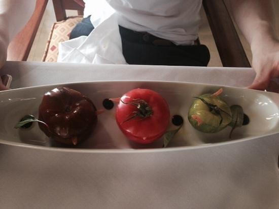 Al Maha, A Luxury Collection Desert Resort & Spa: Tomato Salad Starter - lunch
