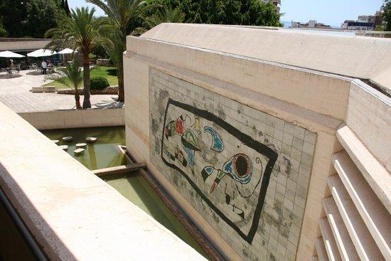 Fundació Pilar i Joan Miró a Mallorca: Gardens and cafe