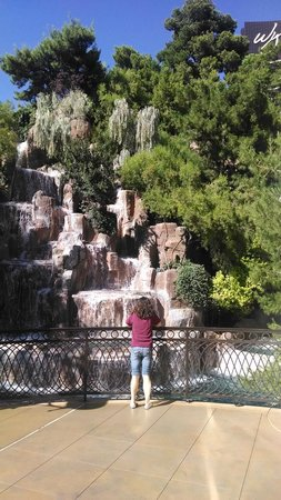 Wynn Las Vegas: The Wynn Waterfall (and my beautiful wife)