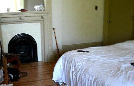 Chateau Fleur de Lys - L'HOTEL: Fireplace