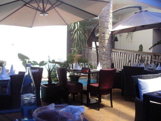 Le Mediterraneen: terrasse