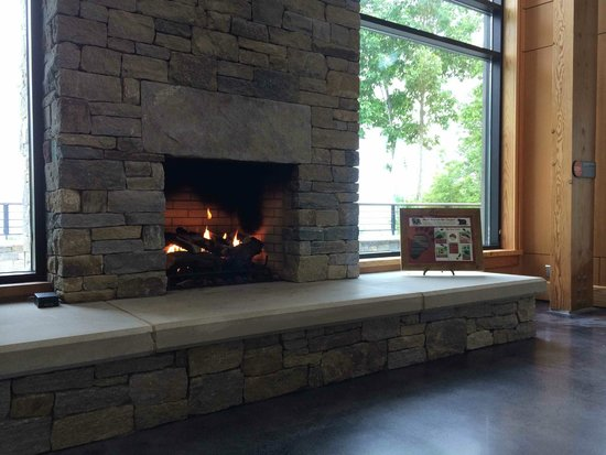 Gorges State Park: Comfy sitting area in the Visitor Center