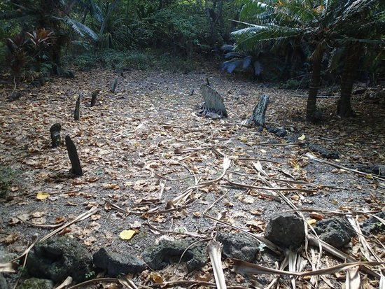 Vanuatu: Burial Site on Hat Island