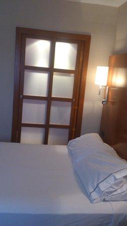AC Hotel Murcia: armario empotrado