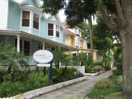 Watergarden Inn at the Bay : View from the street