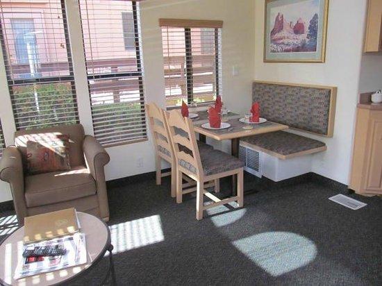 Sedona Pines Resort : Dining area