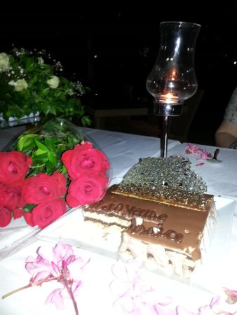 The Orangers Beach Resort & Bungalows: red roses , candles and yummy cake !