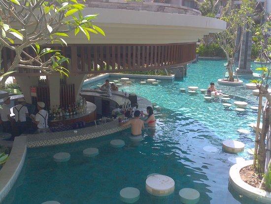 pool swing up bar picture of sofitel bali nusa dua beach resort nusa dua tripadvisor. Black Bedroom Furniture Sets. Home Design Ideas