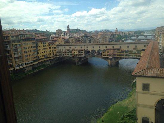 Ponte Vecchio: Espero não volta mas nesse lugar so me trouxe tristeza e muita raiva por um lugar onde se vende
