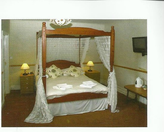 The White Lion : The Four Poster Room