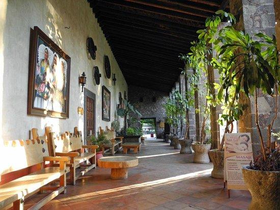 Mision San Gil: Gang zum Restaurant
