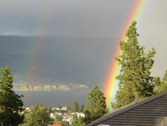 Sundial Bed & Breakfast: rainbow over Okanagan Lake from the deck